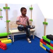 Op deze afbeelding ziet u kindermeubel buxus kinderbank hoog hout