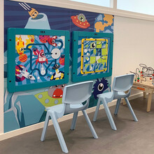 wandspel in een ruimte thema. Sorteer puzzel voor kinderen